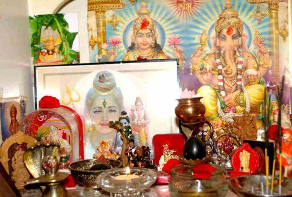घर के मंदिर में इस प्रकार की मूर्तियों को रखना माना जाता है अशुभ ,जरूर रखे खास इन बातों का ध्यान