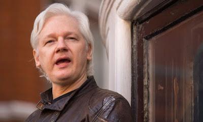Julian Assange, o fundador do WikiLeaks cujo santuário diplomático na embaixada equatoriana parece cada vez mais precário, está lançando um desafio legal contra a administração Trump