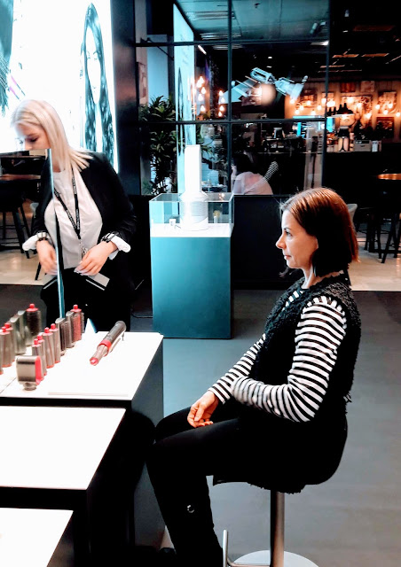 What to do in Helsinki Finland? Get curls to your Hair by  Dyson Airwrap Complete in Stockmann