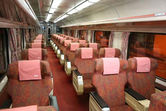 Tren KTM Khas Raya Untuk Pantai Timur