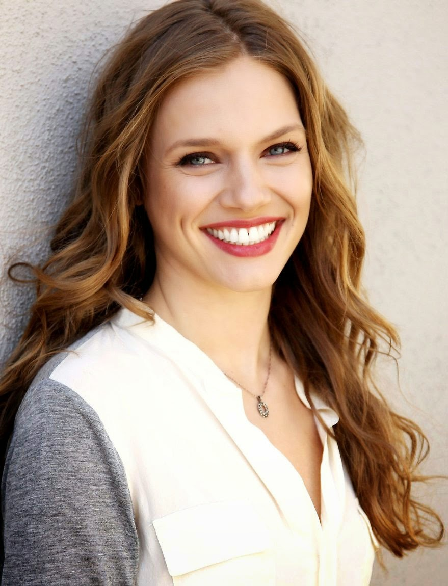 aboutnicigiri: Tracy Spiridakos