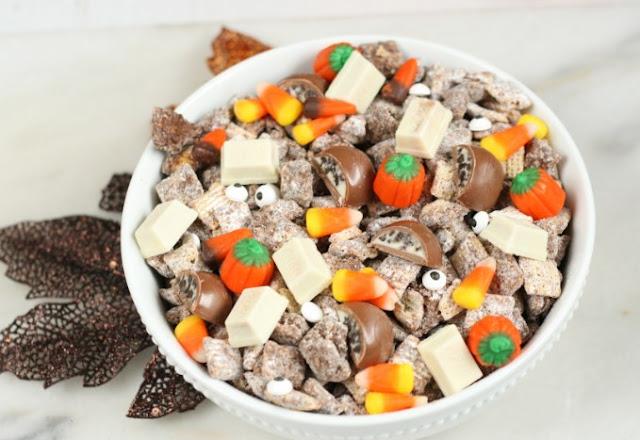 Halloween Muddy Buddies #desserts #snacks