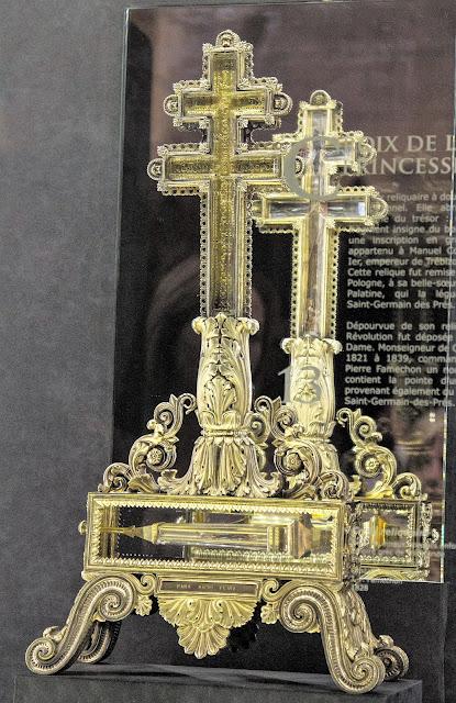 Ο σταυρός με Τίμιο Ξύλο του Μανουήλ Κομνηνού http://leipsanothiki.blogspot.be/