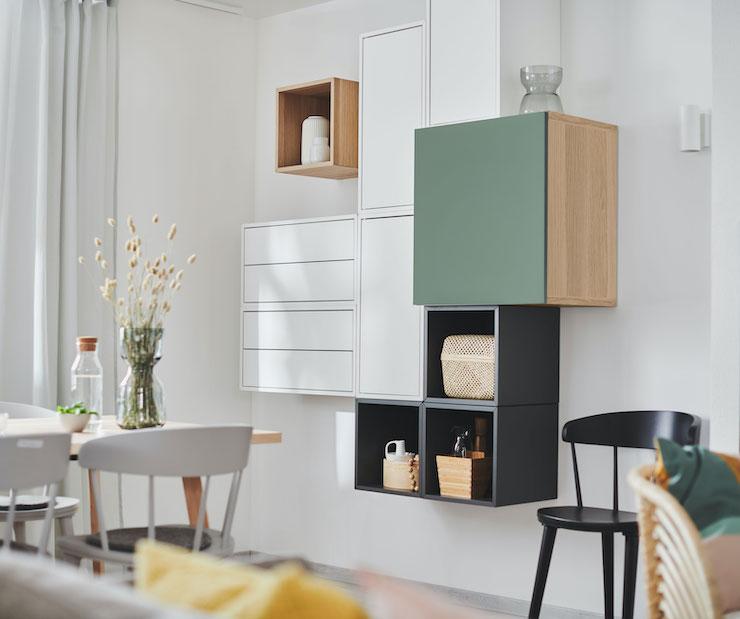 Salones nuevo catálogo IKEA 2021: combinación de cubos en la pared.