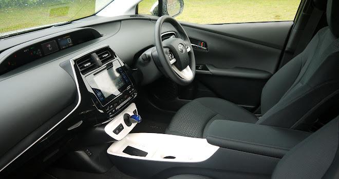 2016 Toyota Prius front interior