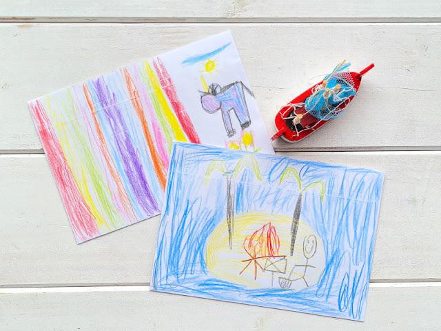 DIY: Umschlag für einen Gutschein gestalten (eine einfache Idee). Statt zu basteln, werden die Umschläge kreativ bemalt! Die Herangehensweise ist ungewöhnlich, aber kinderleicht.