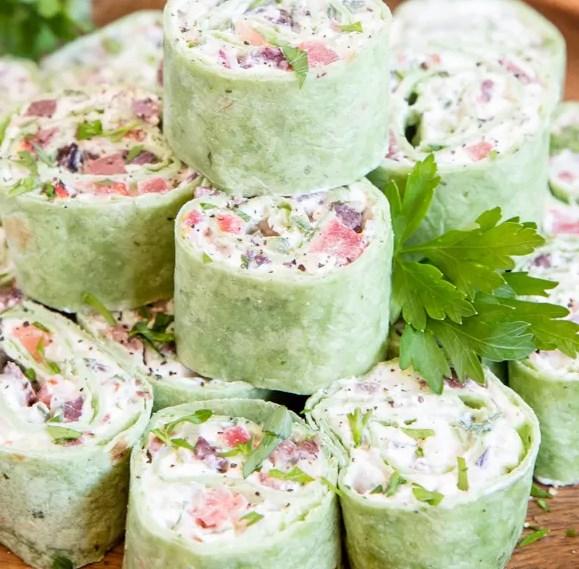 GREEK SALAD PINWHEELS #vegetarian #appetizers