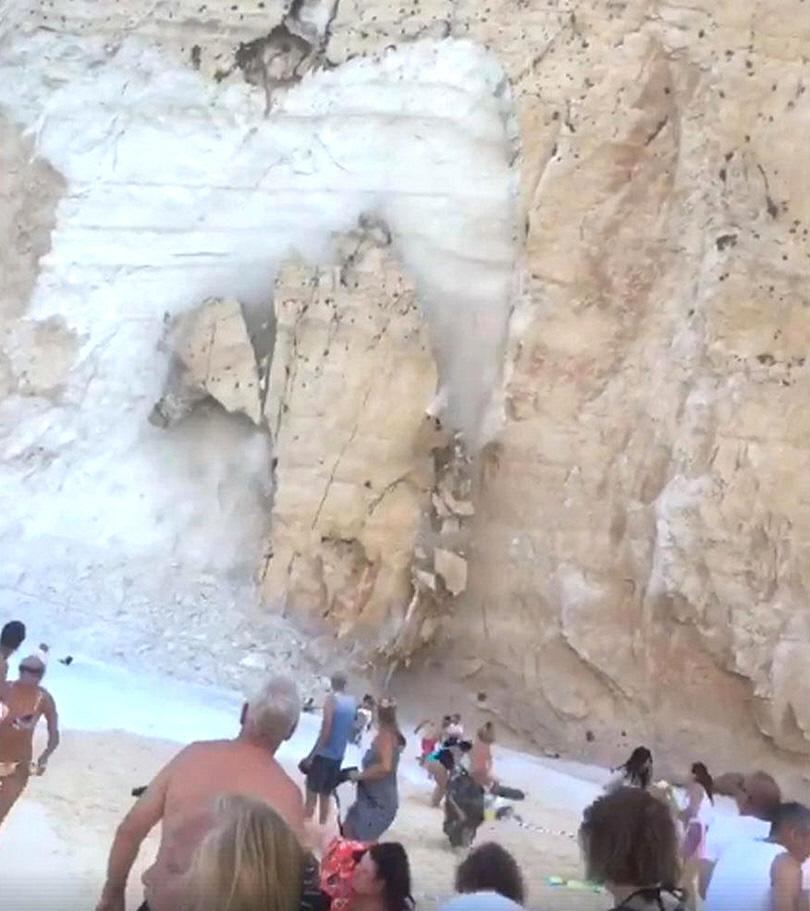 Κατάρρευση Βράχου στην Παραλία Ναυάγιο στη Ζάκυνθο - 2