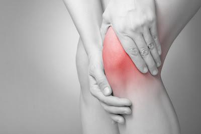 mengobati sakit lutut saat ditekuk