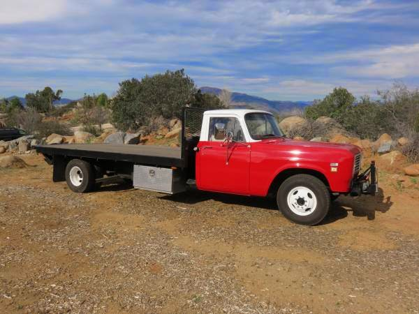 1973 International 1310 Flatbed - Old Truck