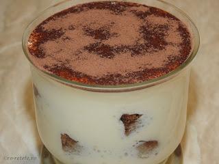Tiramisu la pahar reteta rapida de casa cu piscoturi mascarpone oua zahar lapte si cacao retete culinare prajituri deserturi prajitura desert dulce italian,