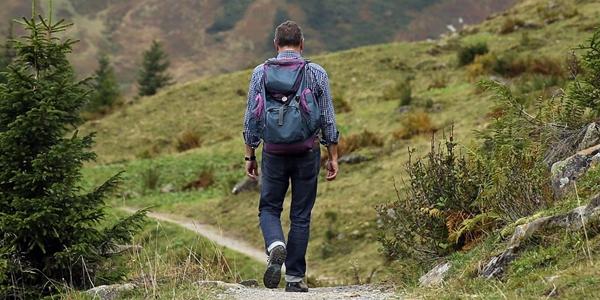peralatan mendaki gunung bagi pemula yang harus dibawa 20 Peralatan Mendaki Gunung Bagi Pemula