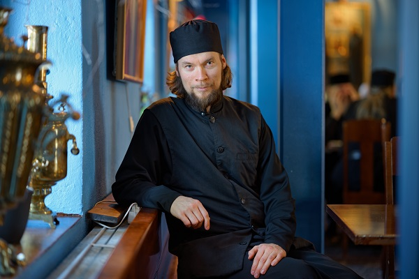 Hannu Pakarinen photo documental, finland people, priest,