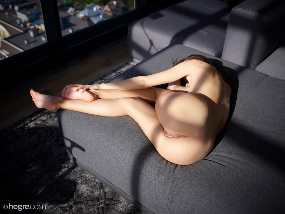 1498844988_mira-hot-in-the-sun-board-image-1920x [Hegre-Art] Mira - Hot In The Sun