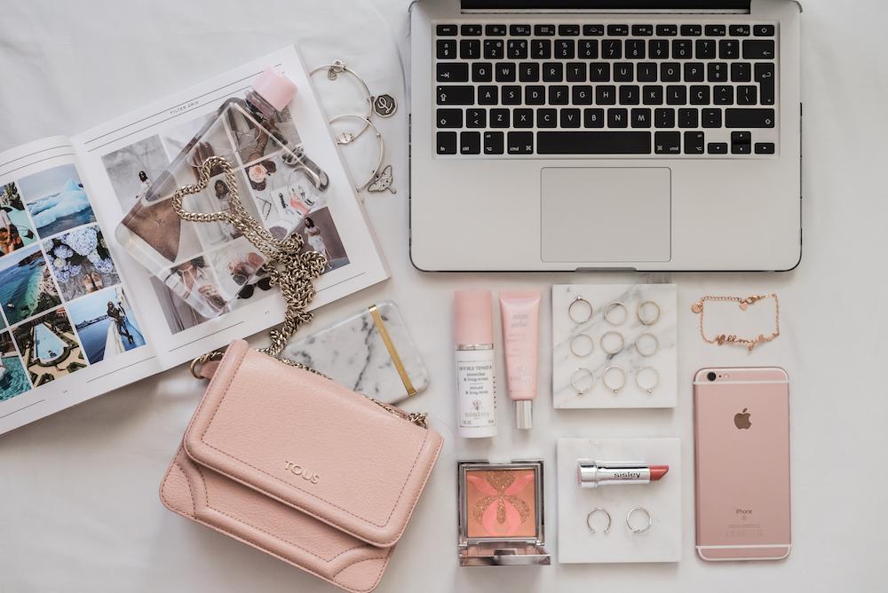 Hello Monday * pink office