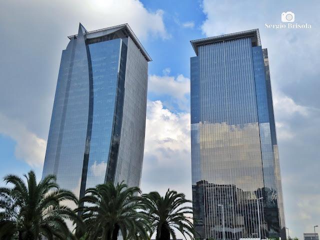 Vista ampla das EZ Towers - Torre A e Torre B (esquerda) - Chácara Santo Antônio - São Paulo