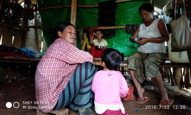 စစ္ေဘးေရွာင္စခန္းတြင္ ေသာင္တင္ၾကျခင္း (ဓာတ္ပုံအက္ေဆး) စႏၵာေမာ္ (Myanmar NOW)