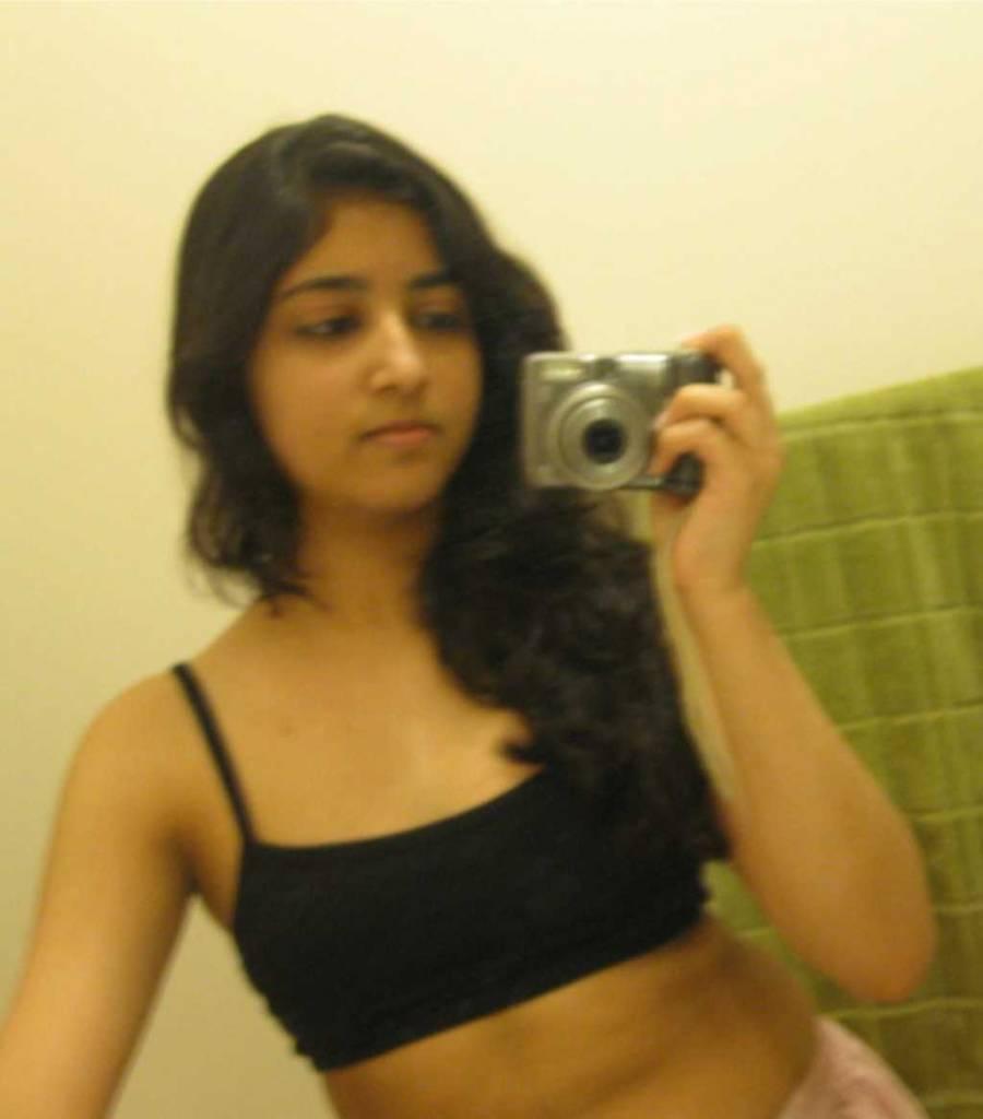 Semi Nude Indian girl Nameeta Shetty Selfie leaked XX full