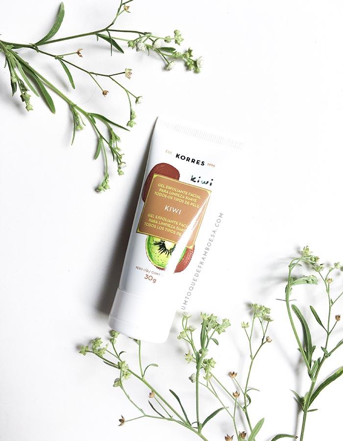 Produto favorito e adequado para todos os tipos de pele, o esfoliante facial Kiwi da Korres