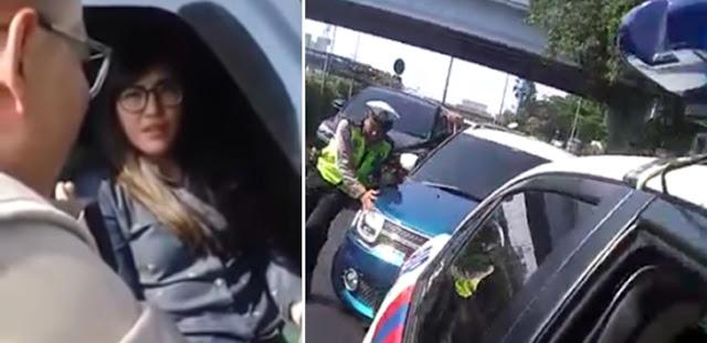 Ini Foto dan Video Cewek Terobos Konvoi Jokowi, Cantik & Seksi