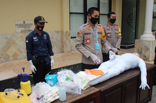 TNI-Polri Siap Bantu Warga Dalam Pemakaman Jenazah Terpapar Covid-19