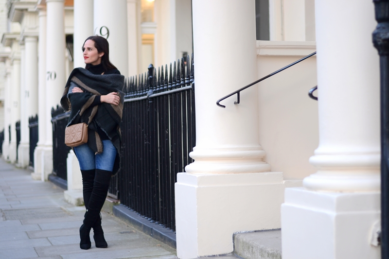 black-boots-outfit-street-style-in-london