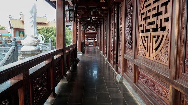 Chánh điện chùa Sắc Tứ Khải Đoan