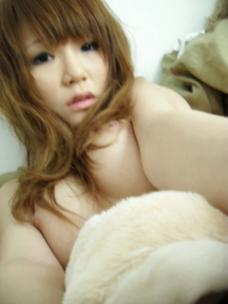 amateur asian chick showing off her horny body