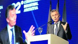 """Dijo que en 2017 se revisarán los convenios laborales. Pidió apoyo """"para sacar a los argentinos de la pobreza""""."""