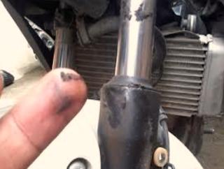 PENYEBAB STANG MOTOR BERGETAR DAN CARA TERBAIK MENGATASINYA