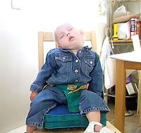 Komik uyuyan bebek, Çocuk Uyku, Oturarak Uyumak