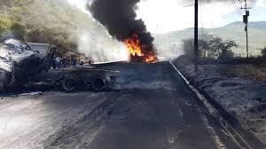Explosión de gandola de gasolina a la altura del segundo túnel Boquerón 2