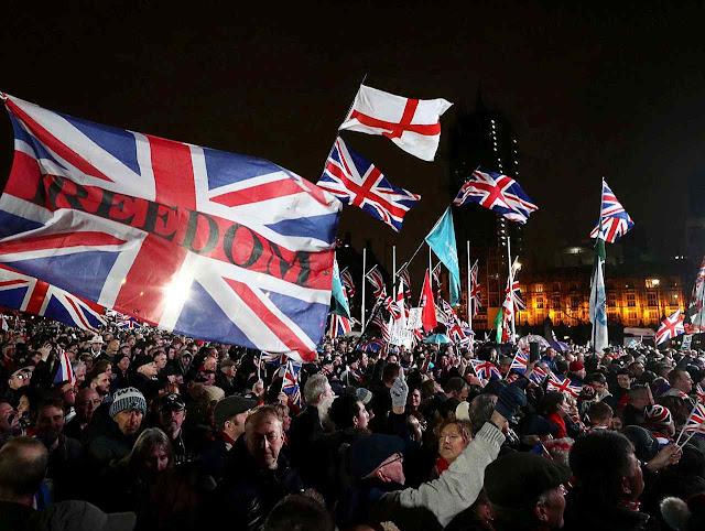 Euforia diante do Parlamento: Grã-Bretanha caiu fora!