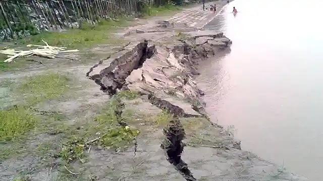 ধুনটে যমুনা নদীর তীরে ধ্বস
