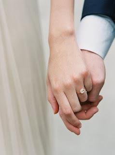 Nhẫn cặp nên đeo ngón nào