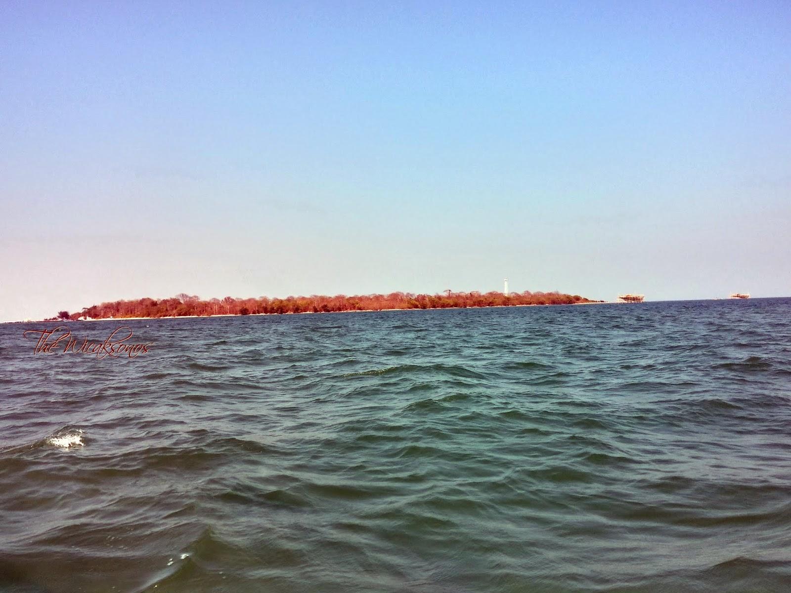 Pulau Panjang Terlihat dari Kapal yang Menyeberangkan Kami