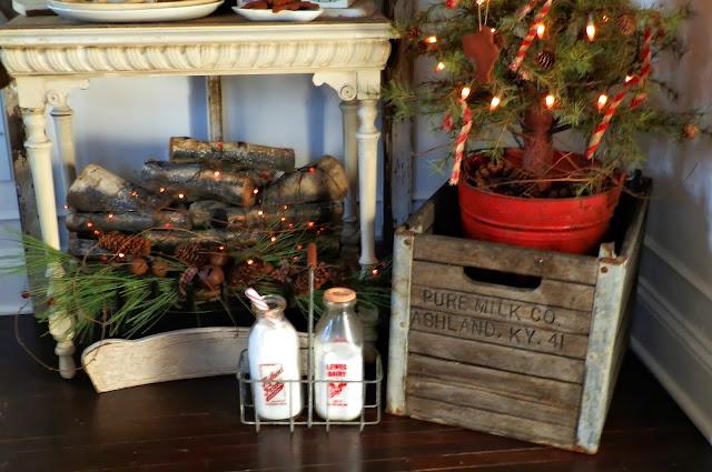 Cute Farmhouse Christmas vignette