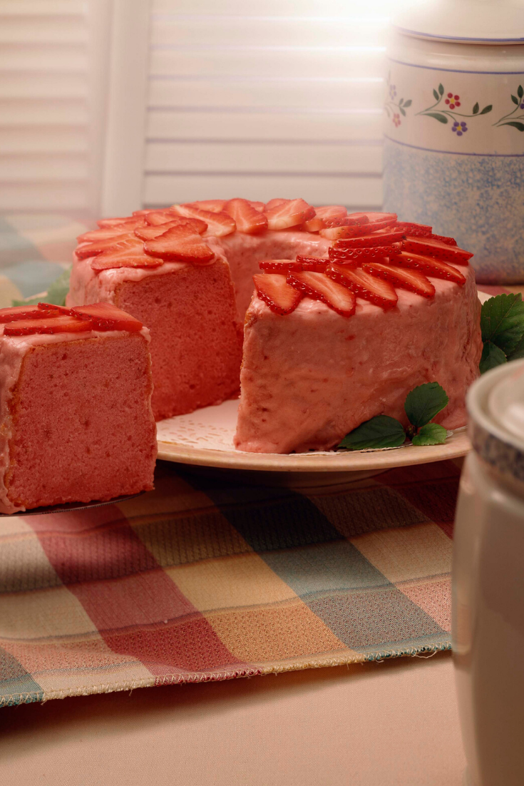 Homemade #strawberry #cake #recipes #graduationcake #cakerecipes #cakesrecipes #cake #cakes #recipes #coffeecakerecipes #chocolatecake #coffeecake #strawberrycake