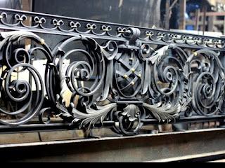 railing-balkon-besi-tempa-balkon-klasik-05