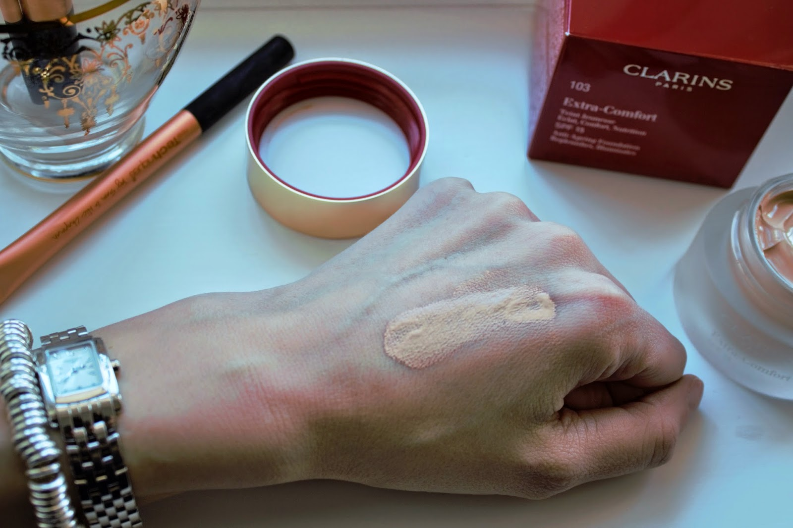 Clarins Extra Comfort Foundation swatch