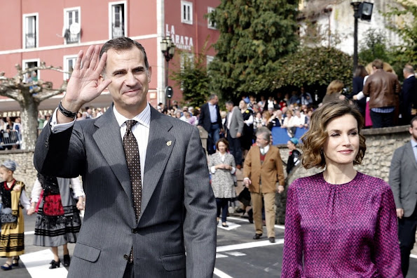 King Felipe and Queen Letizia visit Colombres, Asturias, Spain Queen Letizia wore Hugo Boss Trouser - pant, wore carolina herrera blouse, tous earrings