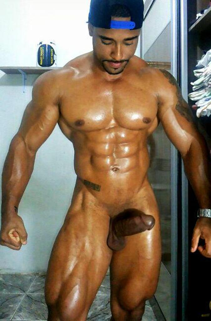 naked-light-skin-guys