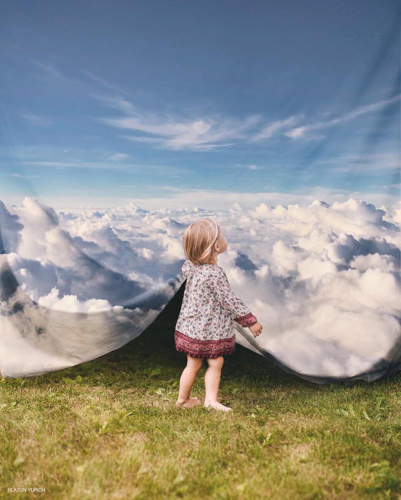 Konsep Foto Surealis Langit biru adalah Kepalsuan
