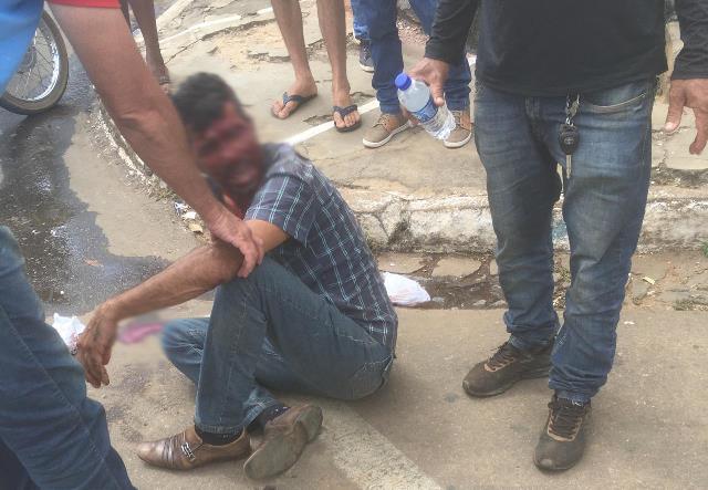 Homem que aguardava em fila para receber benefício é agredido por segurança da Caixa Econômica, em Caculé