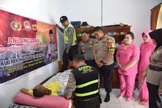 Kapolres Cirebon Kunjungi Anggota Yang Sakit Dan Berikan Motivasi Agar Tetap Semangat