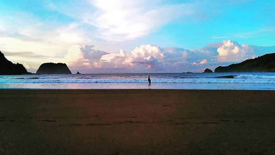 pesona keindahaan pantai Ngulungwetan di Munjungan Trenggalek