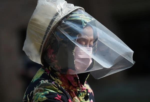 Ricercatori cinesi confermano che il coronavirus si puo trasmettere senza mostrare sintomi. Una donna l'ha passato a 5 parenti