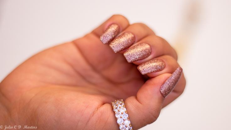 Unhas para o Reveillon: glitter e alongamento em acrílico modelo ballerina