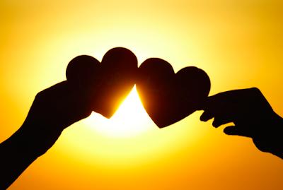 صور قلوب باليد، اجمل قلب ممسوك بالأيدى