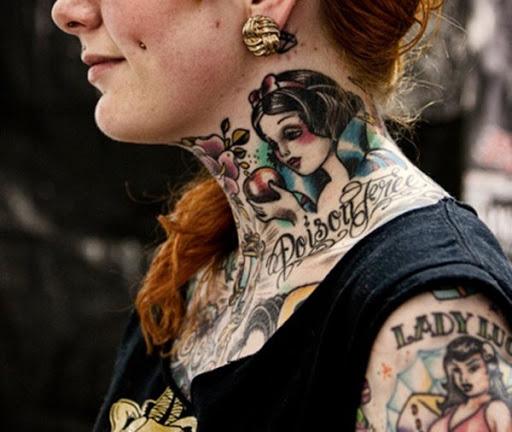Ângulo de tatuagem Idéia de pescoço